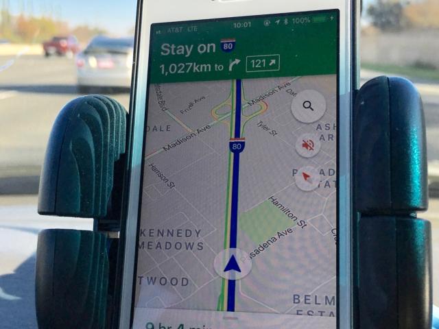 GPS pokazuje, żę za 1000 km mamy skręcić w lewo.