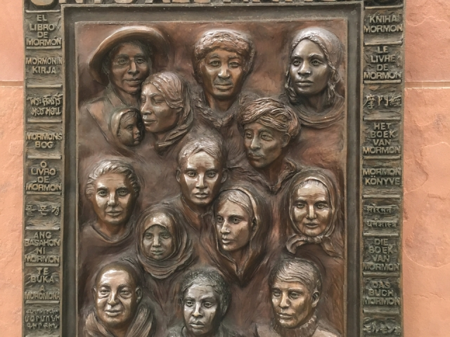 Płasko rzeźba Księgi Mormonów