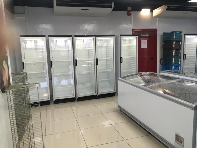 Puste półki w sklepie na Kubie